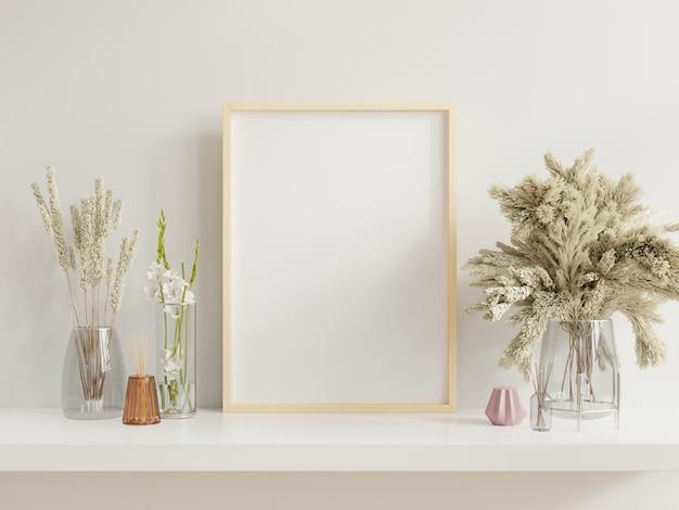 空の壁の鍋の植物とテーブルの上の植物と明るいインテリアの白い棚にもたれて木製フレーム