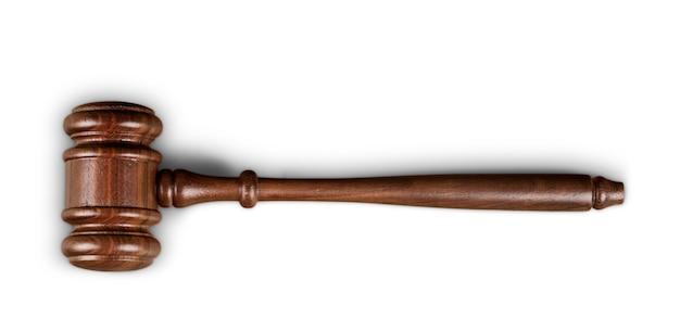 木製のテーブル、背景に木製のガベル