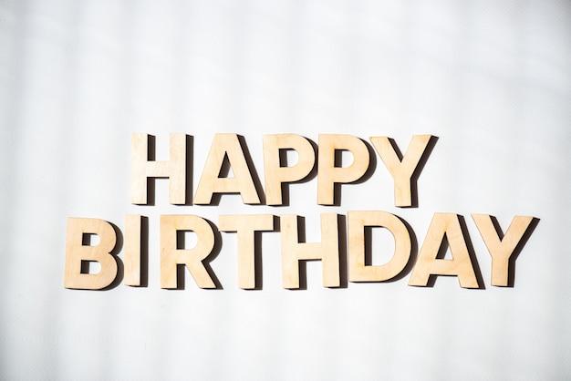 Деревянный текст с днем рождения
