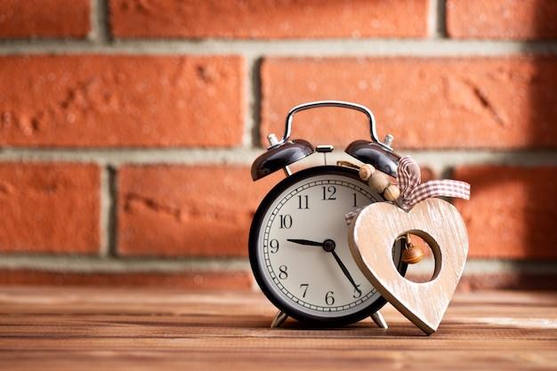 木の心と目覚まし時計
