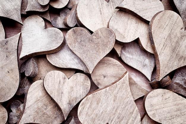 木製の心の背景、素朴なスタイル。
