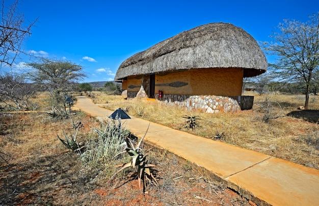 Деревянный дом в африканской деревне в кении