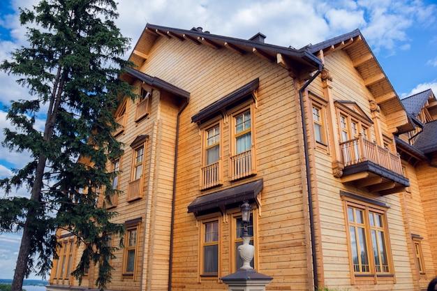 Wooden house in a mezhyhirya residence