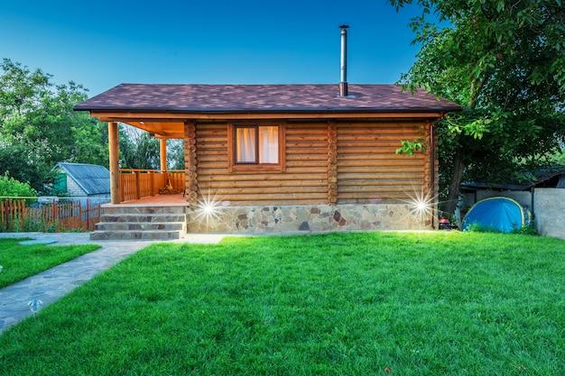 牧草地が目の前にある木造住宅