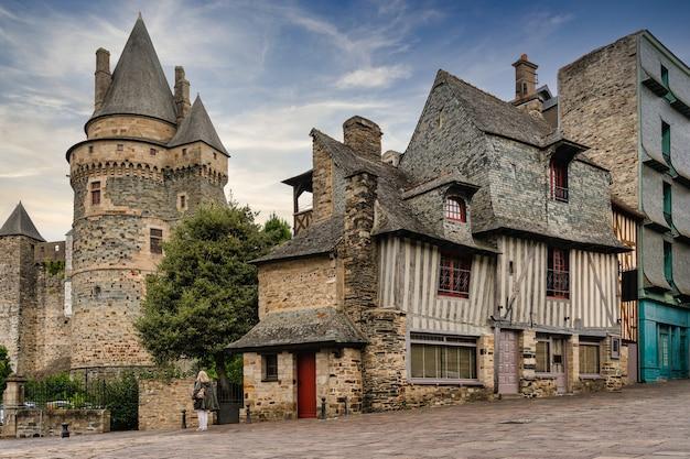 Деревянные дома и башня укрепления витре во франции