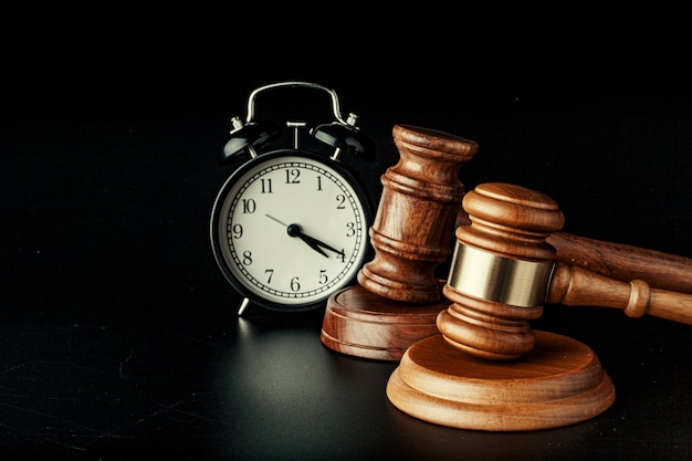 目覚まし時計付き木製裁判官ハンマー