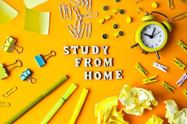 노란색 배경 앞에 사무용품이 있는 나무 문자 텍스트 study from home