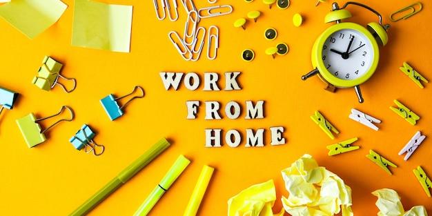 노란색 배경 복사 공간 앞에 사무용품이 있는 나무 문자 텍스트 work from home