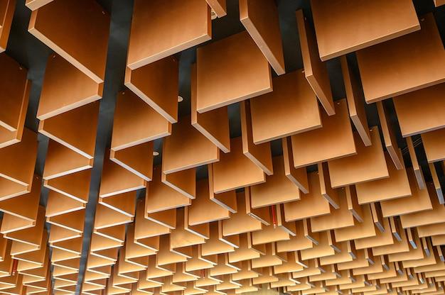 나무 현대 스트라이프 라인 천장 패턴 배경