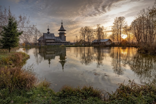 Wooden orthodox church of the annunciation and its reflection in the pond on an autumn day. moscow region, sergiyev posad district. the blagovescheniye village