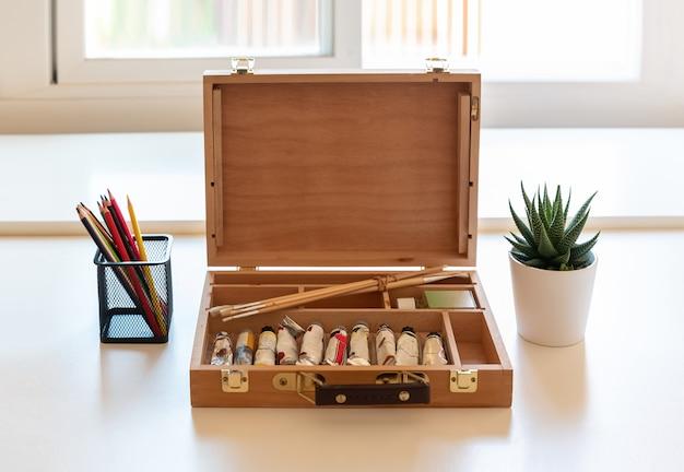 アーティストの画家のための木製のペイントボックス
