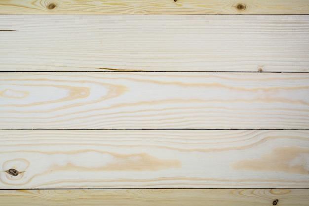 背景として明るい松の板で作られた木製のパネル。
