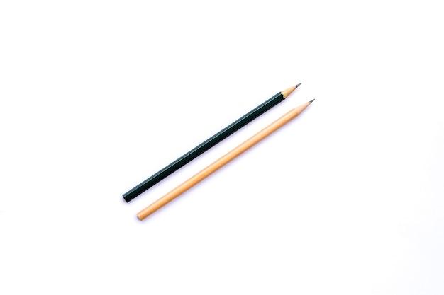 Деревянный карандаш, изолированные на белом.
