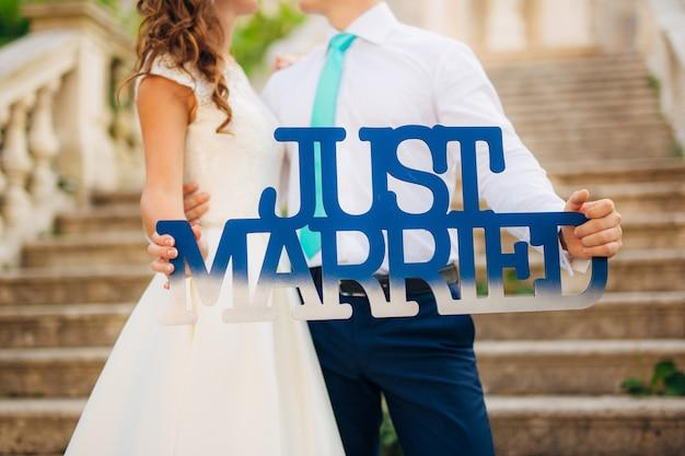 Деревянная табличка just married. свадьба в черногории