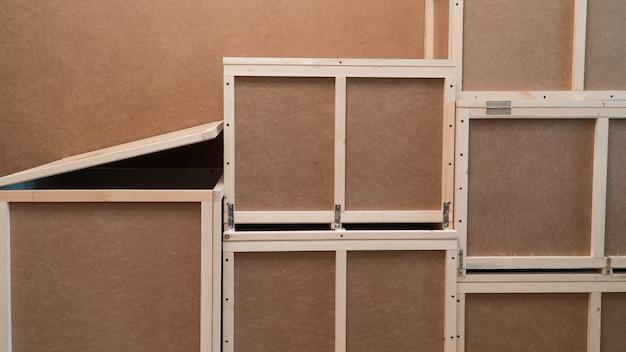 輸送および保管用の木製合板ボックス。家庭用クレート