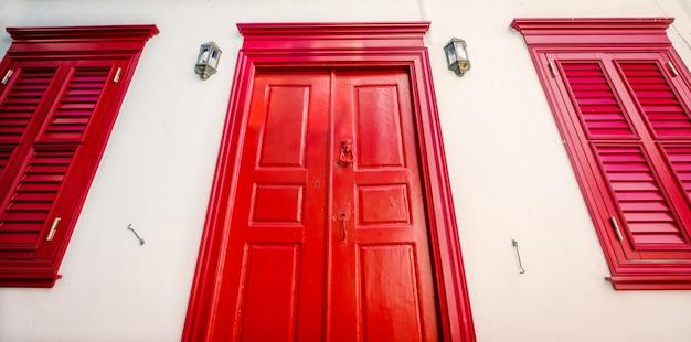 The wooden red door