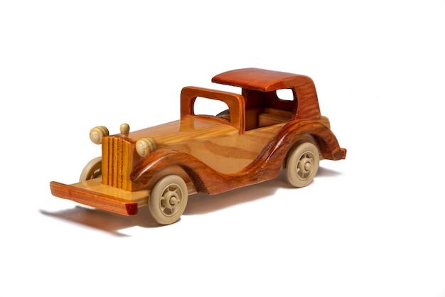 Деревянный ретро автомобиль на белом фоне