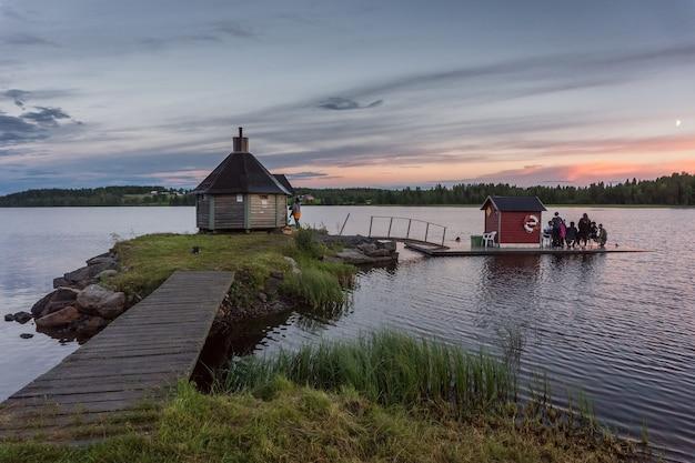호수 gaxsjon, 스웨덴에 목조 사우나