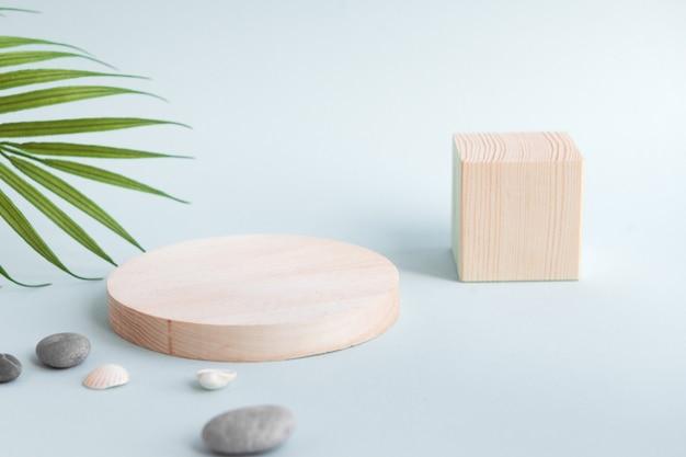 Подиум деревянных форм для косметических или медицинских товаров, куб и круг