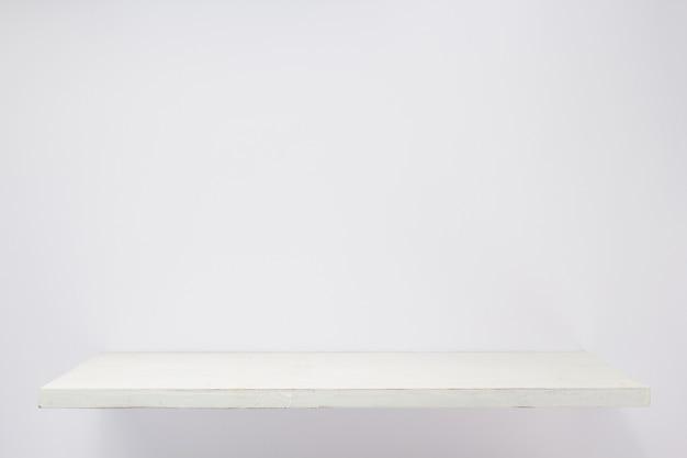 흰색 배경 질감 벽에 나무 선반
