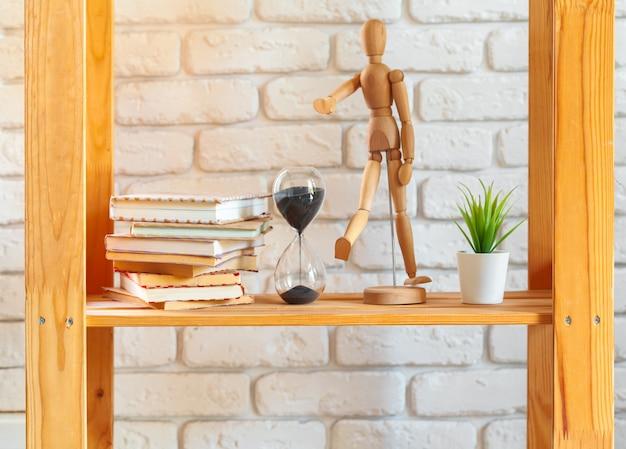 Otの家の装飾と木製の棚