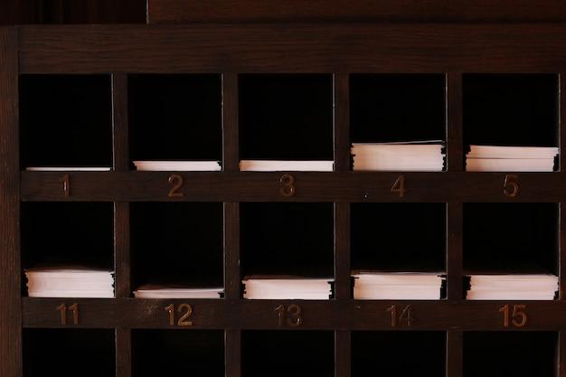 Деревянные полки для бумаги