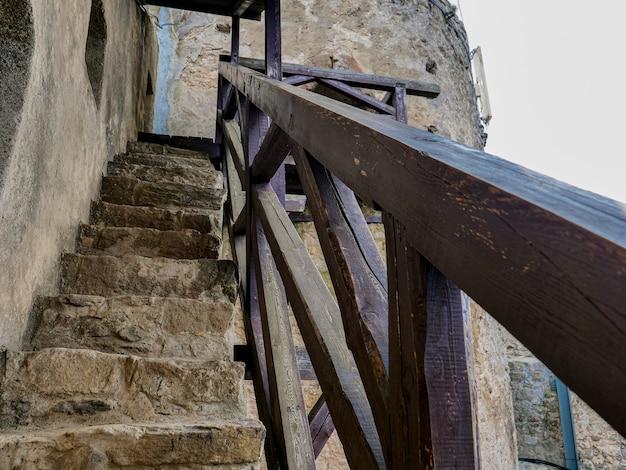 Деревянная лестница в средневековом замке в польше
