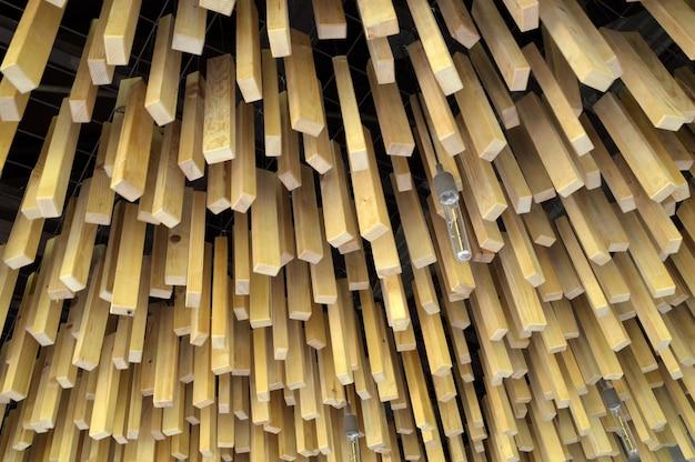 Деревянные палочки с длинными луковицами