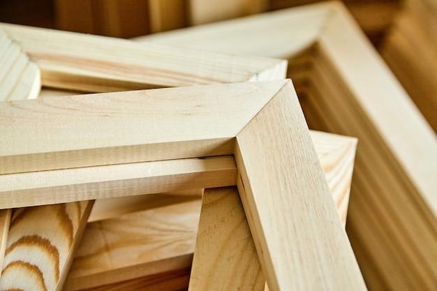木製ストレッチャーバーフレーム。ギャラリーラップキャンバスのサブフレーム。セレクティブフォーカス