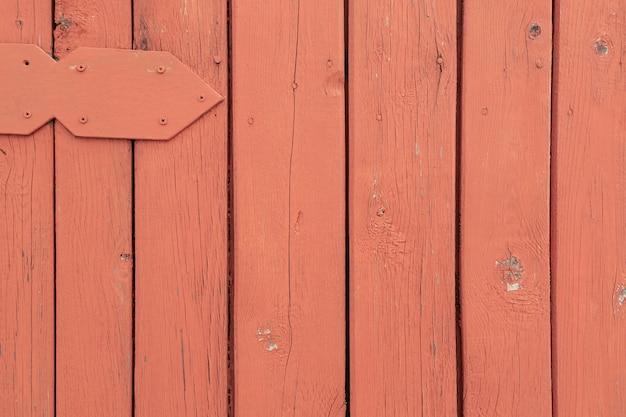 Деревянная поверхность из окрашенных оранжевых вертикальных досок текстура древесины с копией пространства