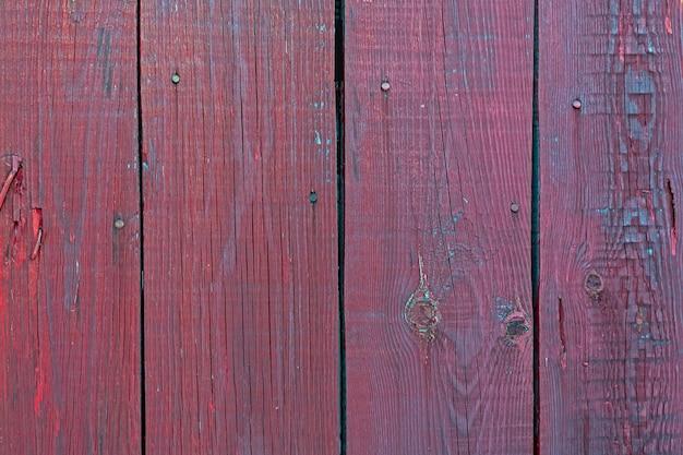 Деревянная поверхность из вертикальных бордовых досок текстура древесины с копией пространства