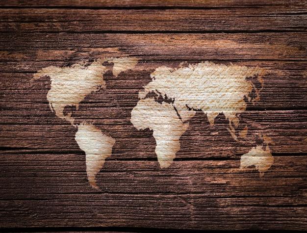 세계지도와 나무 표면