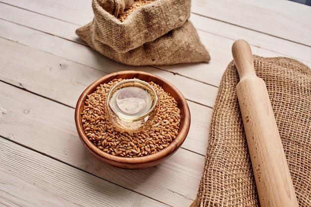 木製食器シリアル製品天然成分。高品質の写真