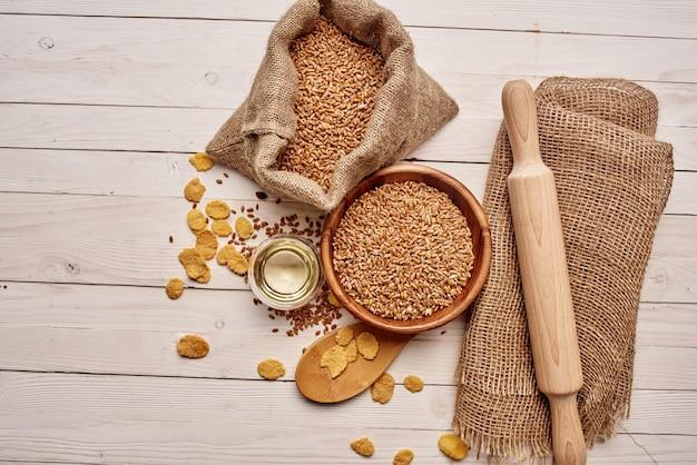 木製食器有機製品食品のクローズアップ