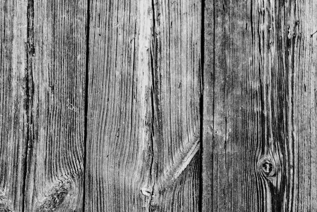 傷やひび割れのある木の質感。背景として使用できます