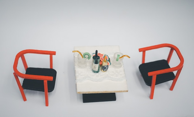 Деревянная игрушка мебель для детей миниатюрный столик для напитка со стульями в гостиной