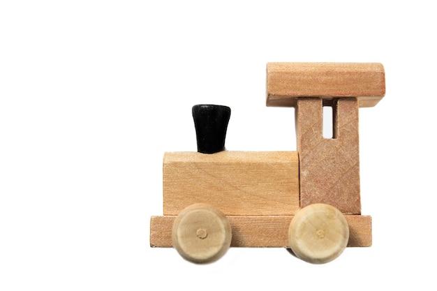 흰색 바탕에 화려한 나무 장난감 기차입니다. 어린이 학교 개념입니다. 교육적인