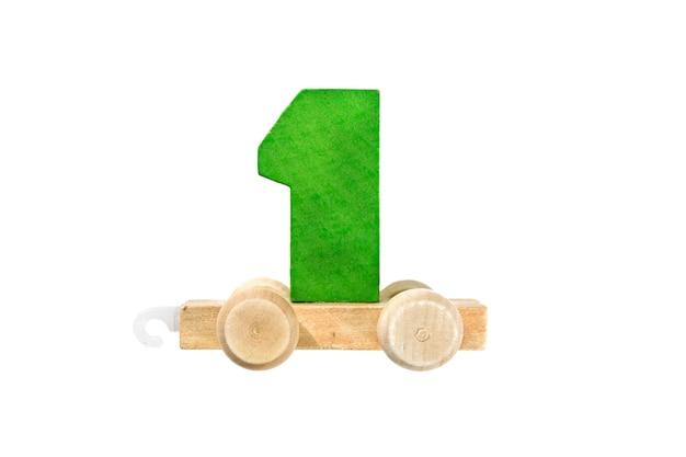 1번 트랙이 있는 나무 장난감 기차. 배우십시오, 만드십시오. 나무 번호 1입니다. 어린이들