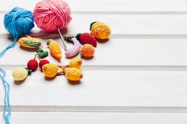 Sfere e frutti di lana