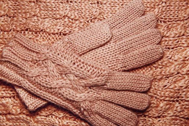 Шерстяной свитер или шарф и текстура перчаток заделывают. вязаный фон из трикотажа с рельефным узором.