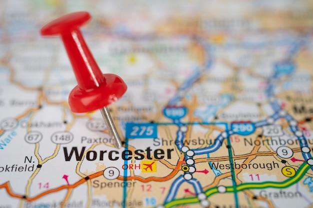 Вустер, штат массачусетс, дорожная карта с красной канцелярской кнопкой, город в соединенных штатах америки сша.
