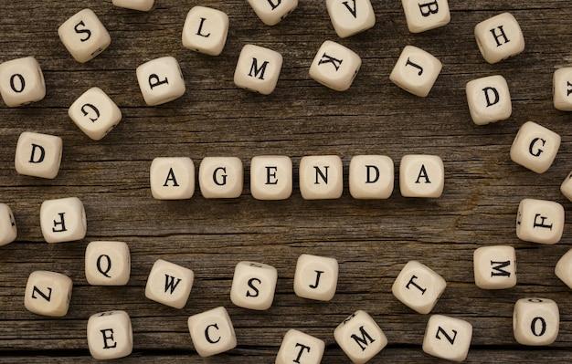 Word agenda木製ビルディングブロック、ストックイメージで作られました