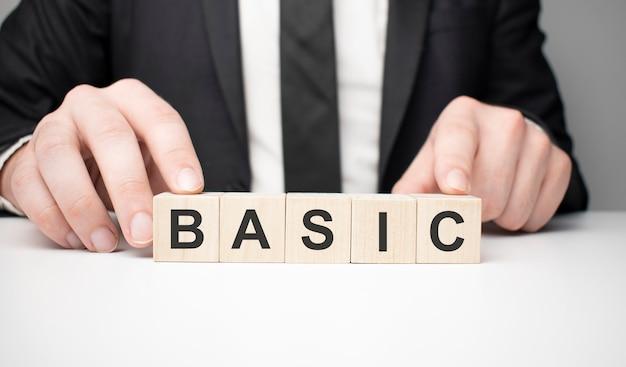 単語ベース。利用可能なコピースペースと白い背景で隔離の文字と木製の小さな立方体。ビジネスコンセプトイメージ。