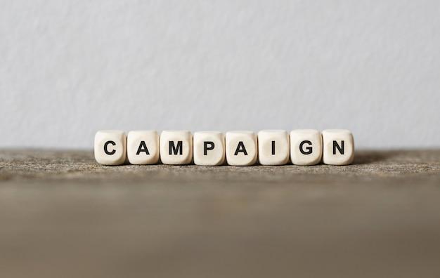 나무 빌딩 블록, 스톡 이미지로 만든 단어 캠페인