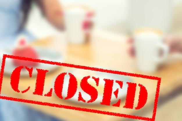 Слово закрыто в кафе.