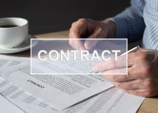 手の写真と合意をめぐる言葉の契約。