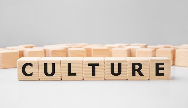Слово культура из деревянных строительных блоков Premium Фотографии