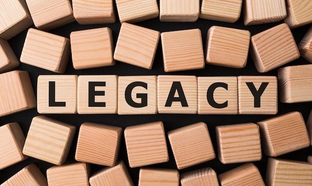 나무 빌딩 블록으로 만든 단어 legacy