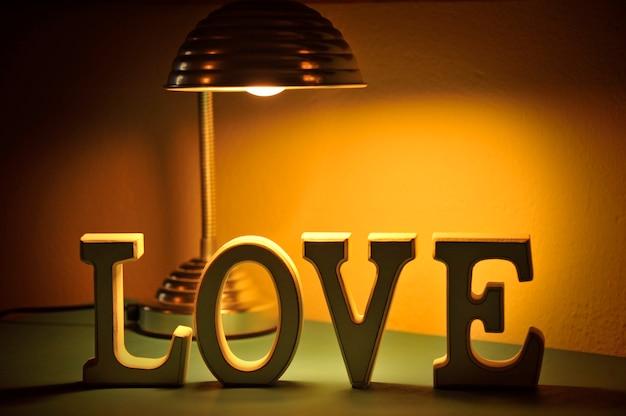 Слово любовь собрано из кусочков букв