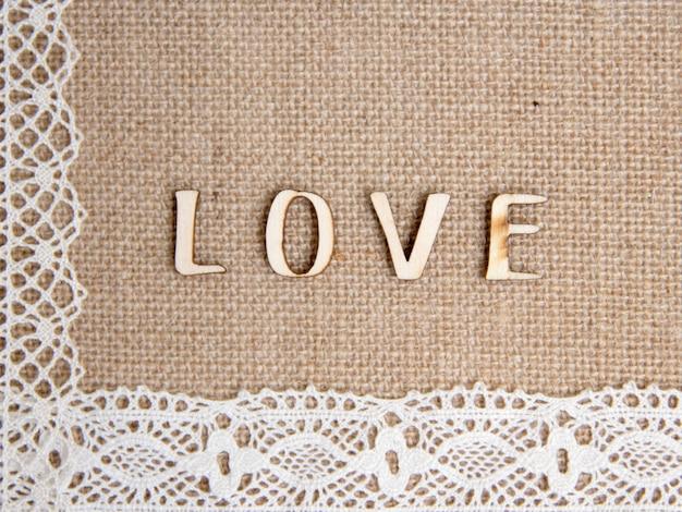 Слово любовь на мешковине с кружевной каймой